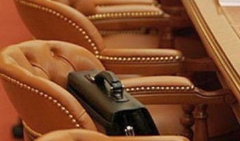 Предметы интерьера планируется закупить для Законодательного собрания округа, управлений МВД и ФСБ.